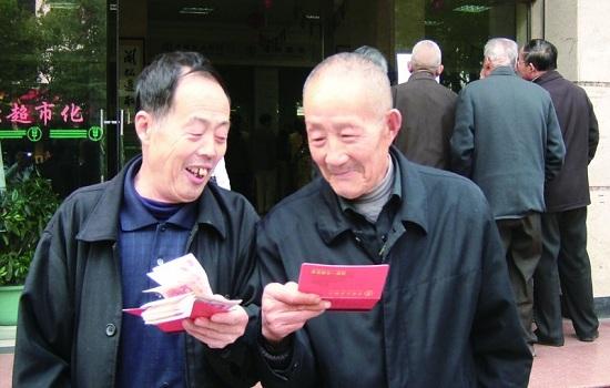 浙江省企业职工养老保险主要目标考核组来盐检查指导工作